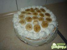 Tort z kawałkami bananów