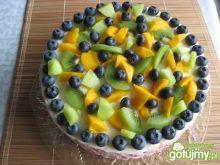 Tort z kremem mascarpone i owocami