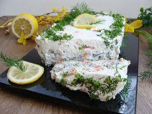 Tort z łososia na grzankach