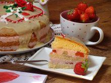 Tort z masą truskawkową