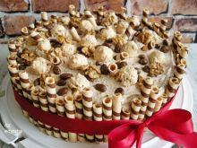 Tort z maślanym kremem orzechowym