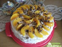 Tort z mleczną pianką i brzoskwiniami