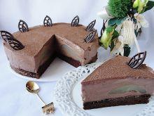 Tort z musem czekoladowym i gruszkami