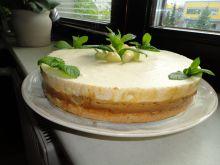 Tort  z musem waniliowym, karmelem i rabarbarem