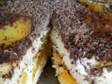 Tort z owocami i czekoladą