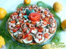Tort z polenty cukinią krewetkami i tofu