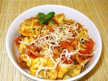 Tortellini w sosie pomidorowo-cebulowym