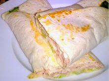 Tortilla nadziana pastą z tuńczyka