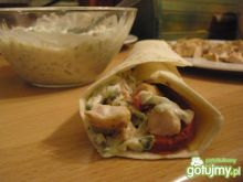 Tortilla z kurczakiem i sosem tzatziki