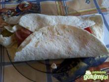 Tortilla z parówką, warzywami i majonez