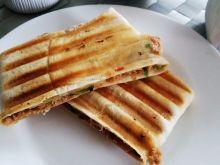 Tortilla zapiekana z tuńczykiem