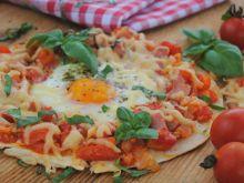 Tortille z jajkiem i pomidorową salsą