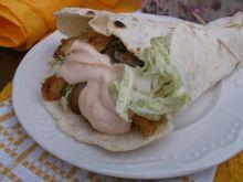 Tortille z kurczakiem, pieczarkami i pekinką