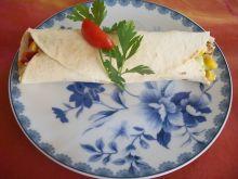 Tortille z warzywami i mięsem mielonym
