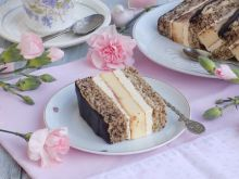 Tortowe ciasto z wkładką serową