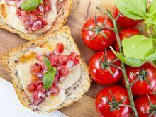 Tosty z mozzarellą i salsą pomidorową z ziołami