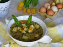 Tradycyjna zupa szczawiowa z jajkiem i ziemniakami