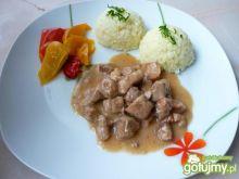 Tradycyjny gulasz z mięsa wieprzowego