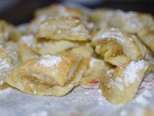 Trójkąciki z ciasta francuskiego z jabłkami
