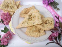 Trójkąty z serem żółtym i ziołami
