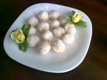 Trufle z białą czekoladą, migdałami i kokosem