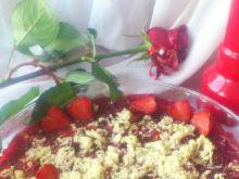 Truskawki z crumble z białą czekoladą i wanilą