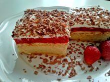 Truskawkowe ciasto na herbatnikach