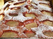 Truskawkowe ciasto ucierane z gruszkami