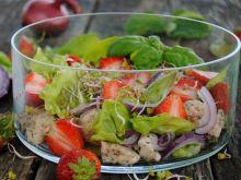 Truskawkowo- kurczakowa sałatka