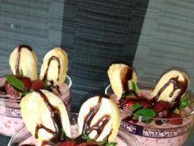 Truskawkowo melisowy deser z czekoladą