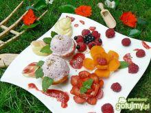 Truskawkowo orzechowe lody w deserze