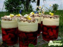 Truskawkowy deser z kremem budyniowym