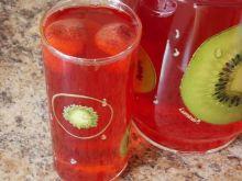Truskawkowy kompot z dodatkiem soku z cytryny