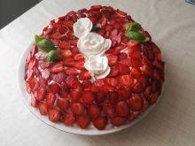 Truskawkowy tort bezowy