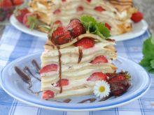 Truskawkowy tort naleśnikowy