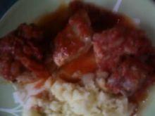 Tuñczyk w sosie pomidorowym.