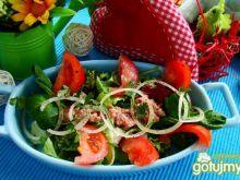 Tuńczyk na mixie sałat