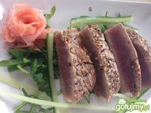Tuńczyk w sezamie .
