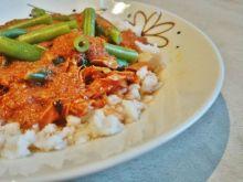 Tuńczyk z ryżem i sosem bolognese własnej roboty