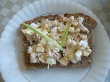 Tuńczykowa sałatka na kanapkę