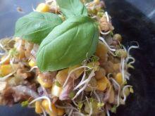 Tuńczykowo- sałatkowo z orzechami włoskimi