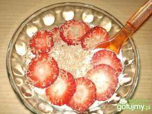 Twarożek cytrynowy z truskawkami