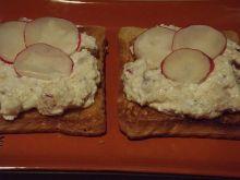 Twarożek rzodkiewkowy na tostach