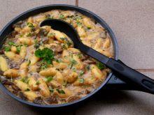 Tymiankowy sos grzybowy z duszonych grzybów