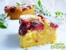 Ucierane ciasto jogurtowe z truskawkami