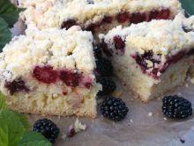 Ucierane ciasto z jeżynami i kruszonką