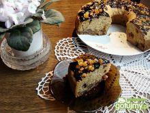 Ucierane ciasto z makiem i owocami