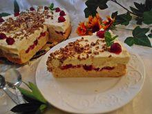 Ucierane ciasto z malinami, mascarpone i czekoladą