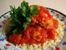 Udka w korzennym sosie pomidorowym