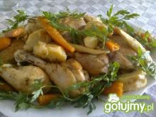 Udka z kurczaka z warzywami.